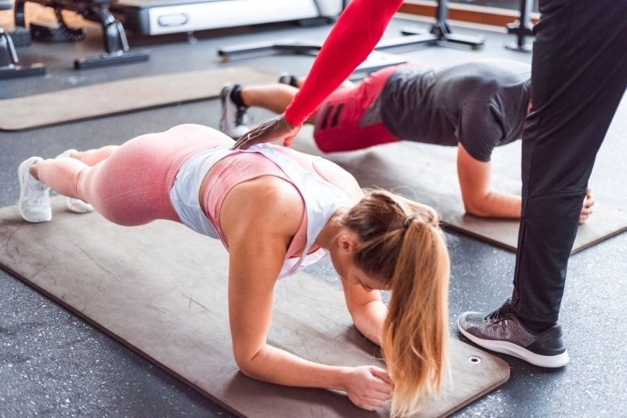 The Proper Way to Do a Plank + Avoid These Common Plank Mistakes - Fitwirr
