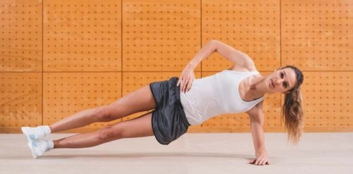 The Proper Way to Do a Side Plank + Common Mistakes to Avoid - Fitwirr