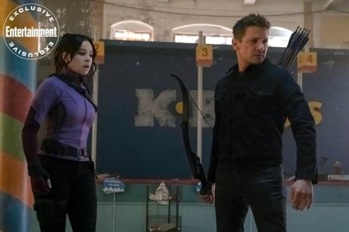 New Hawkeye image featuring Jeremy Renner and Hailee Steinfeld