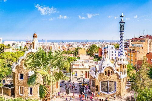 DISCOVERING GAUDI'S BARCELONA - AN ARCHITECTURE LOVER'S DREAM