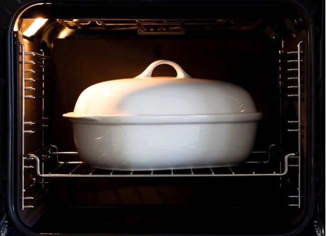 Why it Matters Whether You Use Glass, Metal, or Ceramic Bakeware