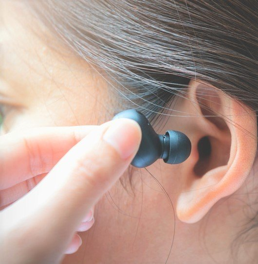 Why You Should Think Twice About Exercising With Headphones