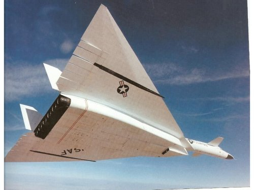 8 Things You Should Know About The XB-70 Valkyrie Strategic Bomber