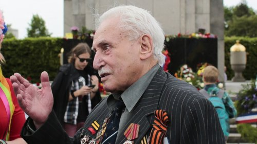 Last Auschwitz Liberator Dies At 98 Years Old