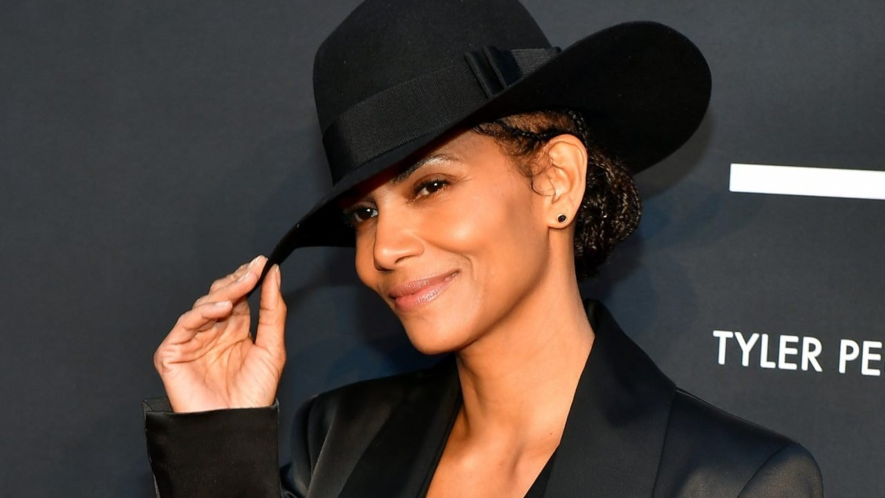 Halle Berry joins others in making fun of her new bob job