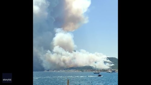 Smoke Billows Above Turkish Coast as Wildfire Approaches Resort
