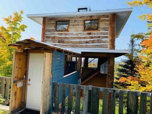 Tu peux louer cette cabane dans les arbres à 2h30 de MTL pour une escapade