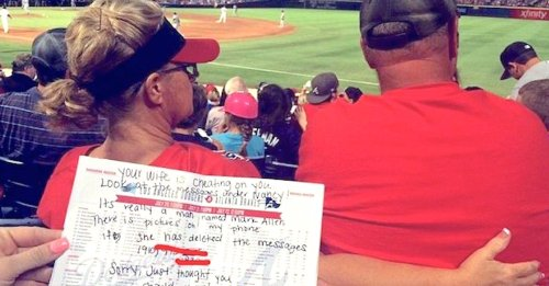 Sisters catch woman texting another man and notify husband in brilliant fashion