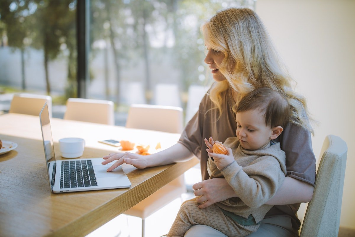 The best ways for parents to make money at home