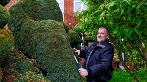 Gardener Threatened With Legal Action Over His Bird-Flipping Bush