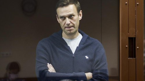 France, Germany and US warn Moscow is responsible for Navalny's health