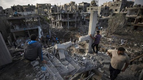 Families flee devastated Gaza as Israel and Hamas reject ceasefire