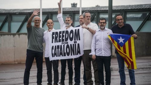 Catalan separatist leaders walk free from prison