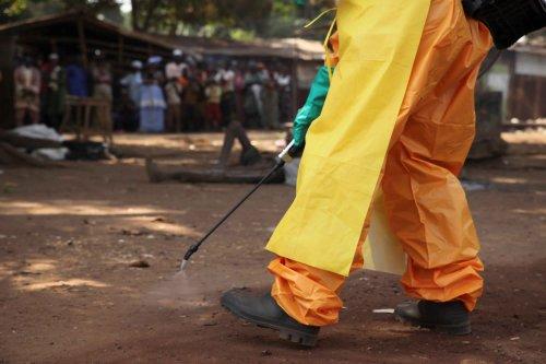 غينيا ترصد حالة إيبولا وتعدل العد التنازلي للقضاء على المرض