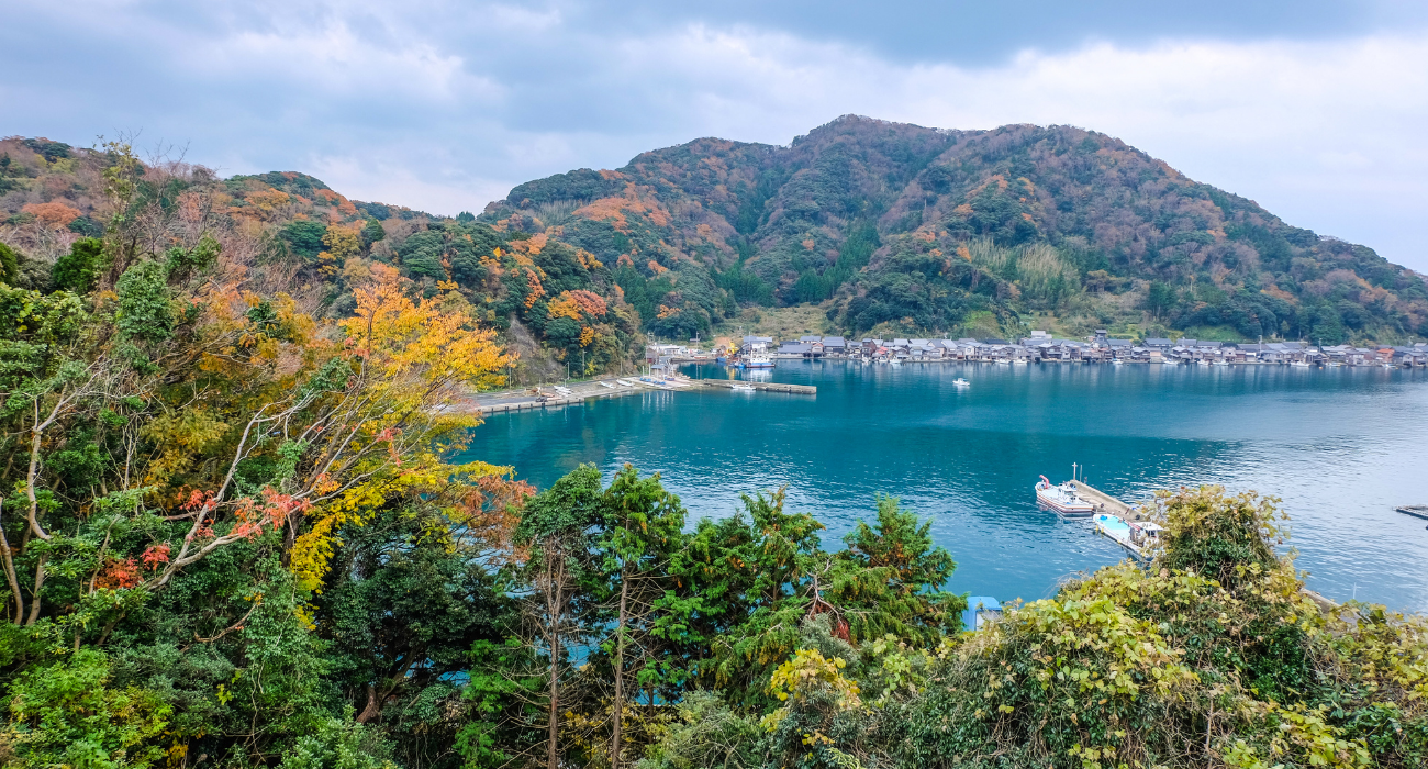 Japan Is Home To Waterfront Fishing Houses Called 'Funaya' & They're A Must See