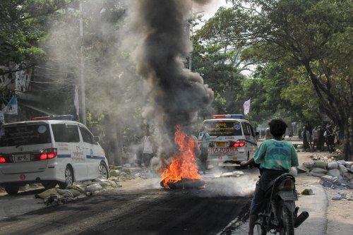 """Birmanie: Les contestataires appellent à la """"grève de guérilla"""", l'accès à internet bloqué"""