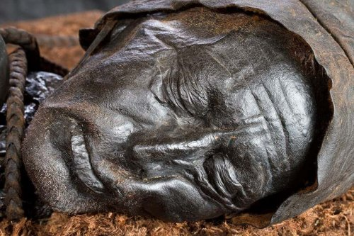 Last meal of a man mummified in a bog reconstructed after 2400 years