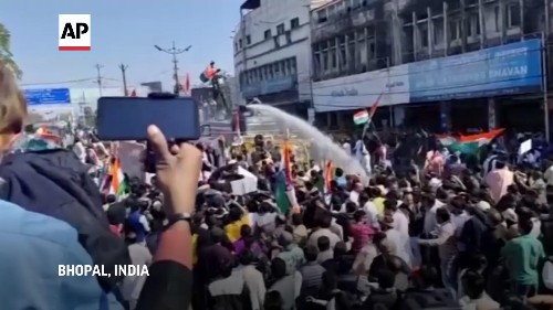Police use tear gas to disperse Congress rally