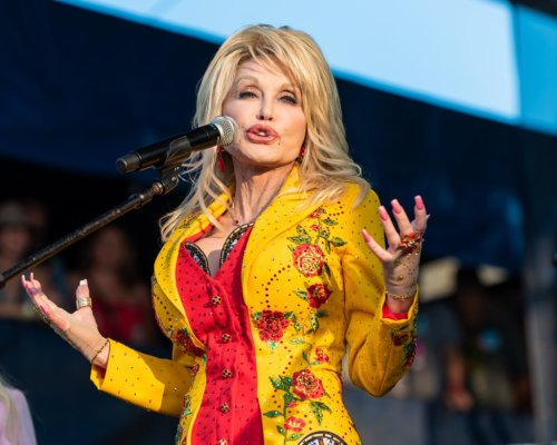 Dolly Parton finally comes clean about her looks