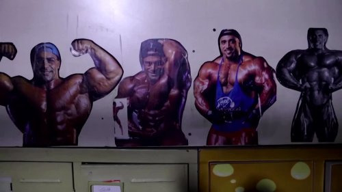 Chinese bodybuilders pump iron at old Beijing gym
