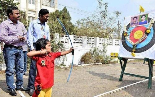 Indian girl breaks national archery record at the age of 2