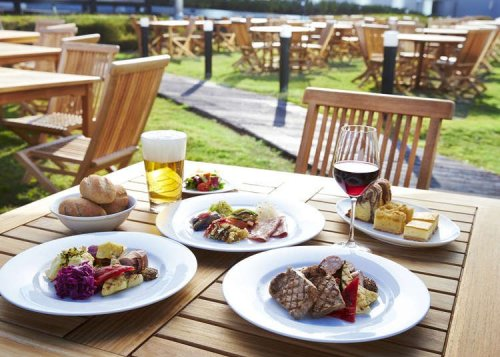Japan's Stylish Outdoor Dining