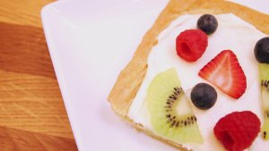 This Fancy But Easy Fruit Pizza Is Delicious!