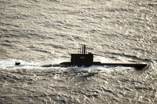 Listen: Time running out for missing Indonesian submarine