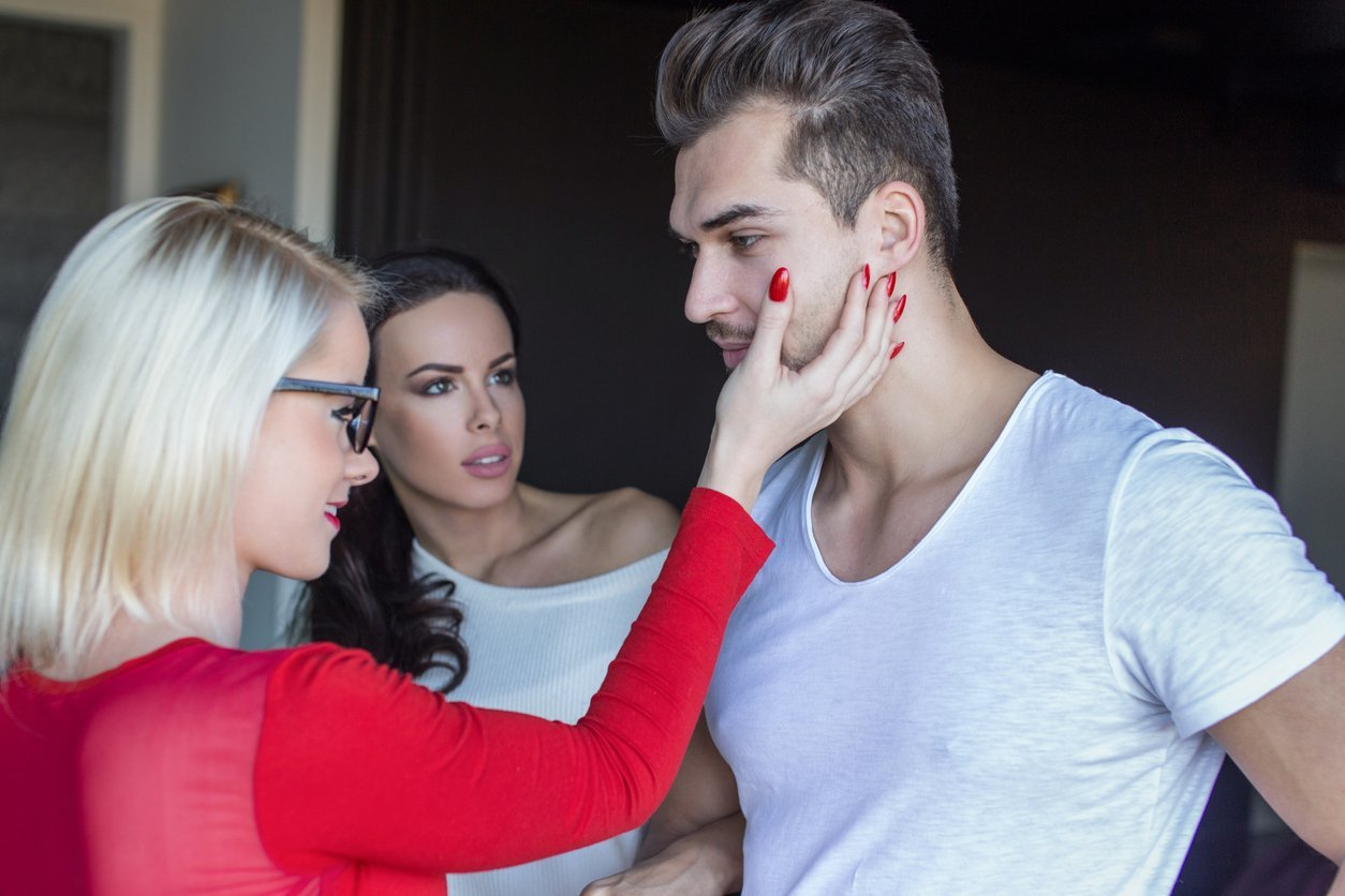 How to know when women are competitively flirting against each other