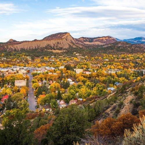 9 Quaint Small Towns Near National Parks