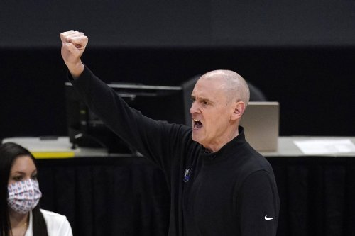 Carlisle steps down as Mavs' coach, one day after GM departs