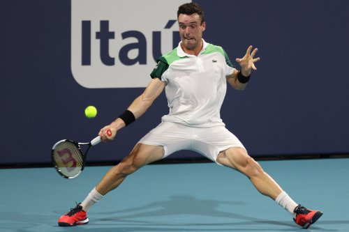Bautista Agut ousts Medvedev to guarantee new ATP Masters champion