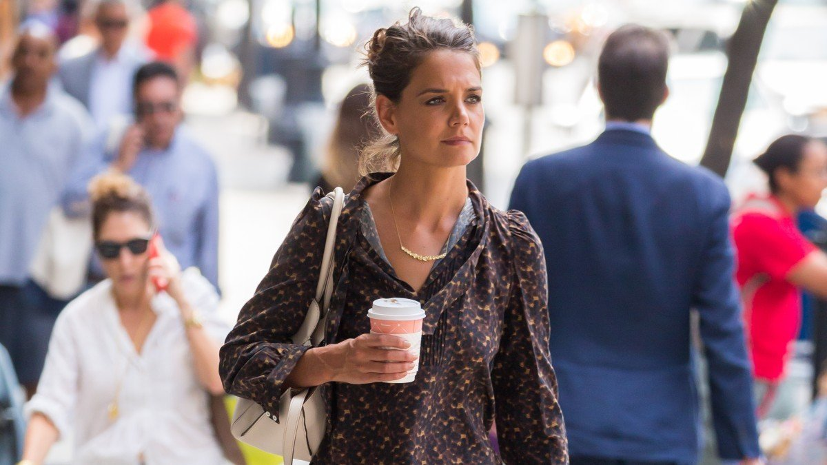 Katie Holmes In Financial Trouble, Regretting Tom Cruise Divorce Settlement?