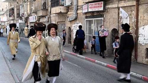 Ultra-Orthodox Jews throw stones at police in Jerusalem over COVID restrictions