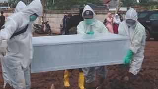 Global struggle rises against new coronavirus variant
