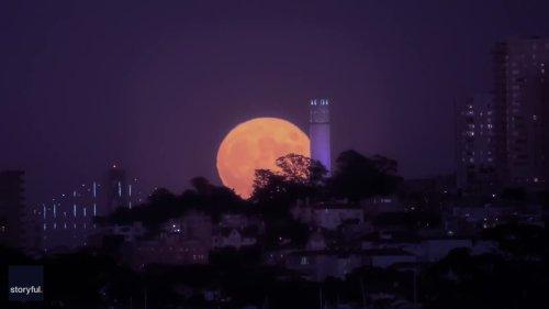 Timelapse Captures Stunning Moonrise Over San Francisco