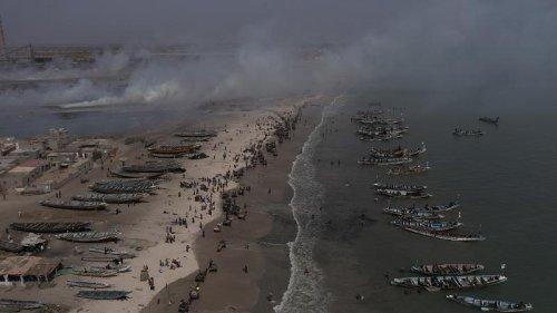 Activist calls Senegal trash problem 'ecological bomb'