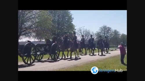 UK: King's Troop Royal Horse Artillery Procession At Long Walk Heading To Windsor Castle