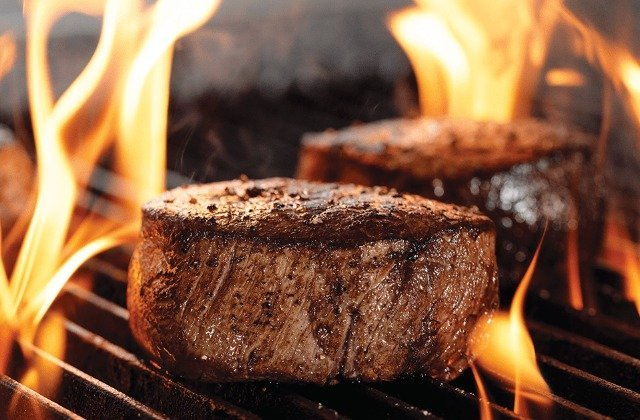 The Biggest Mistakes People Make When Grilling Steak