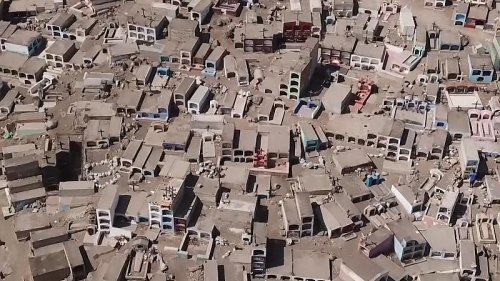 New COVID wave overwhelms cemetery in Peru