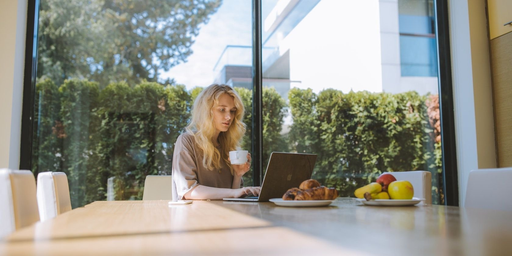 90 Ways to Stay Productive and Motivated When Working From Home