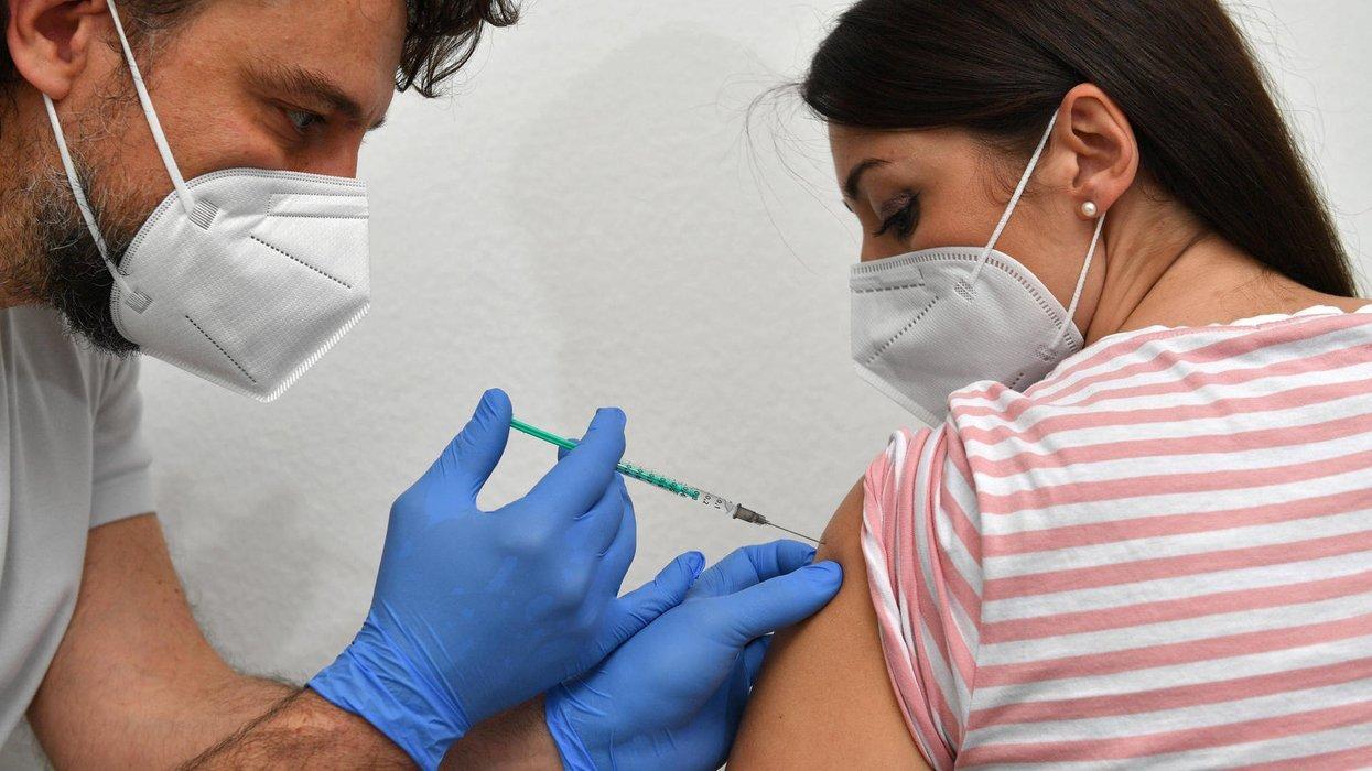 Können die Corona-Impfstoffe den weiblichen Zyklus verändern?