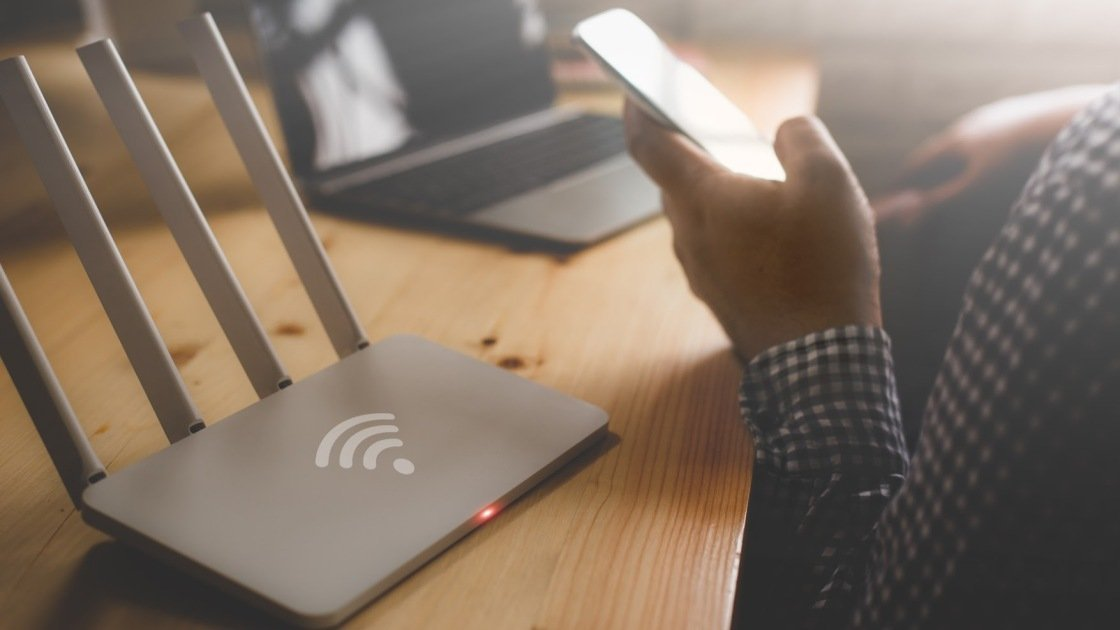 How to See Who's On Your Wi-Fi (and Boot Them Off)