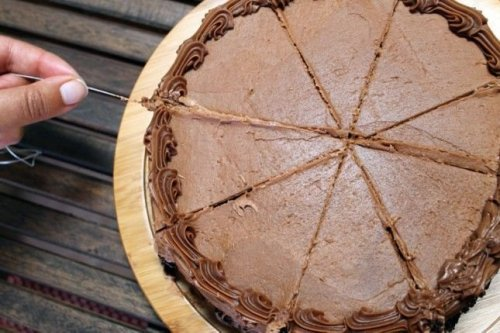 Cut The Perfect Cake Slices With Dental Floss — Plus More Great Bakgin Hacks!