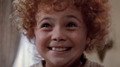 The Little Girl Who Played Annie Is Gorgeous Today