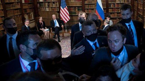 Chaos as media battle to enter Geneva Summit venue