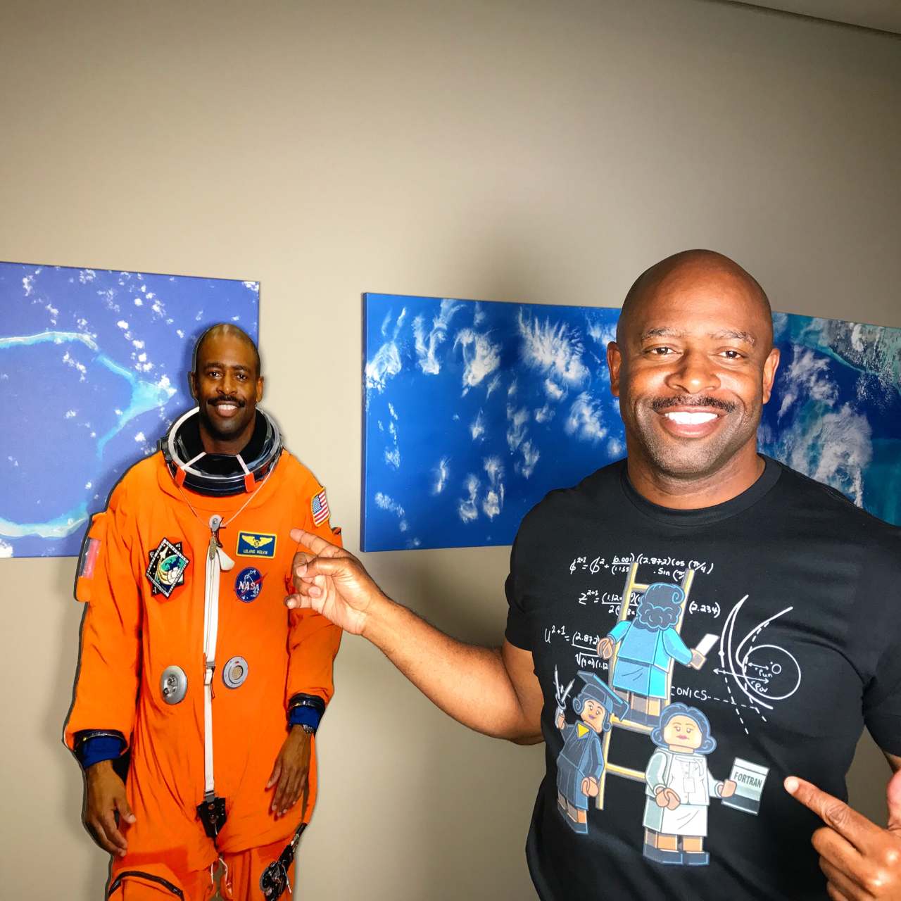 My #sheros and superwomen on my chest helped get that flat guy behind me to space. Thanks @pacalin for beautifully showing, our no longer @hiddenfiguresmovie , how to get #STEAM done. Thanks @sumrtime for making it happen. Buy a tee to support the legacy of @makerswomen #katherinejohnson #dorothyvaughan and #maryjackson to help inspire our future Explorers like @astrostarbright. Godspeed on the journey. 🚀👩🏾💻👩🏽🚀