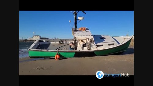 US: boat washed up on beach due to strong winds in New Hampshire