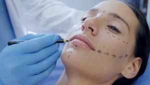 Plastic Surgeons Help People Face Going Back to Work