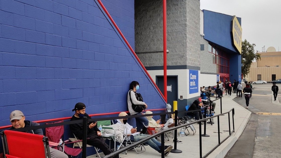 Meet the People Who Camped Out at Best Buy for Nvidia's RTX 3080 Ti GPU